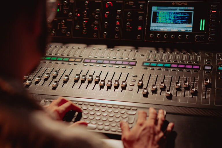 Reklama dźwiękowa, studio nagrań, bank głosów